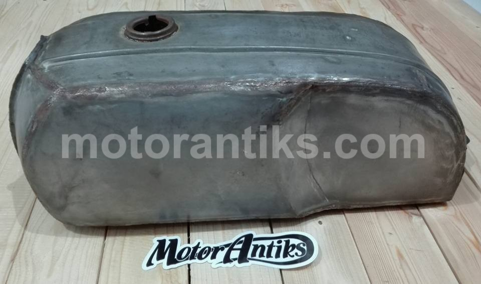 Caferacer strom gas tank