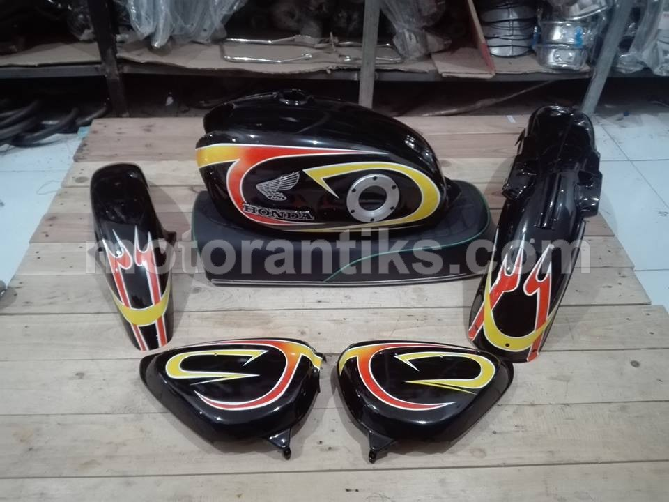 Bodyset CB 100 racing hitam 01